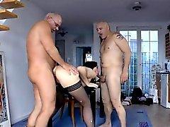 Пожилые британец spitroasted во ММФ в троицы