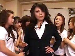 Kyltymätön Oriental tytöt imee ja silitti kova akseli