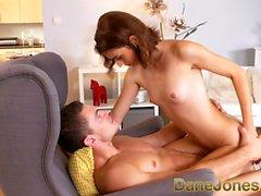 Dane Jones Jolie jeune rousse rousseur