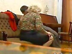 Russian Anneanne Ve Onun Genç sevgilisi
