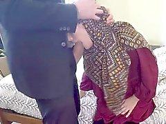 Güzel Arap sürtük biraz para için sikikleri