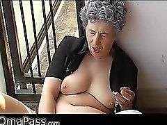 Bastante de idade Grandes Granma sexo com artigos domésticos