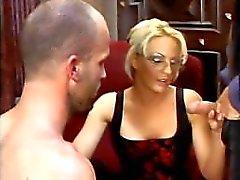 Frecher bisexuellen Boss Oral-Sex und Möse licking tief