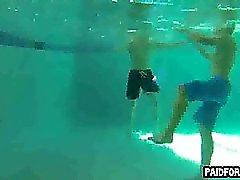 Geradeaus Hobby großes Stück Saugen am Unterwasser Hahn
