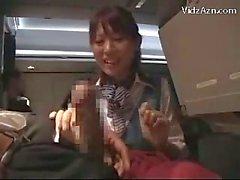 Azafata viendo como Jerking de pasajeros Donante mamada paja en el avión