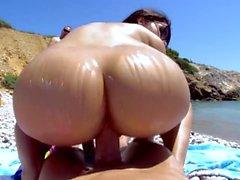 Valentina Nappi é fodida na praia