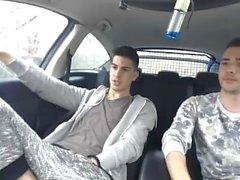 Sexy Portugiesisch Jungs in Stampfen in Auto