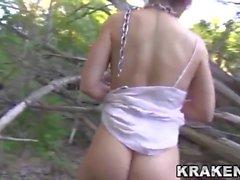 Krakenhot - BDSM Einreichung im Freien mit einem jungen Mädchen