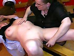BDSM Oma mit fällig dominierte Omi