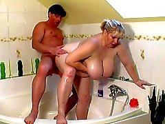 Büyük yağ Kız ve Banyo sikikleri