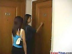 Две Whores С Таиланда в секса втроем