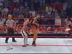 Trish Stratus vs Stacy Keibler Sutiã e calcinhas Paddle em um jogo de pólo