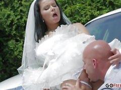 Sedan şoförü sıcak karısı sikikleri
