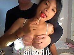 Hymyilevä Viet tyttö rakastaa kukko hänen suuhunsa thaigirltia.com