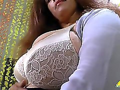 LATINCHILI Rosaly se masturba su gata gorda latina abuelita