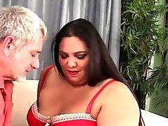 Fatty Latina Lorelais Givemore åtnjuter ett fett dick.