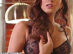Noir de lingerie Sunny Léone