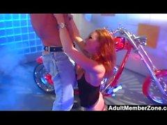 Biker Chick Audrey Hollander ottiene duro anale