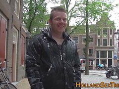Talonneur hollandais suce la bite