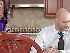 Cheating eşi abanoz bir horoz tarafından dövülerek alır