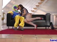 Brittiläisen stockings MILF cockriding clown