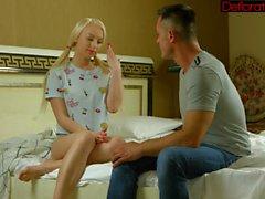 Kuuma ja kiimainen blondi Zoya puhaltaa kovaa