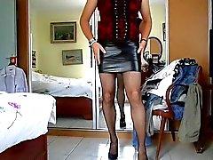 exibe salle de Faible haut et en jupe en cuir