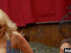 Karlie Simon juega con una gran polla