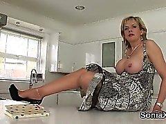 Adulterous britische reife Dame sonia offenbart ihre massiven hoo