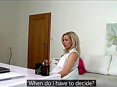 Unglaublichen schauen blondes Linda versucht ihr viel Glück zu Besetzung