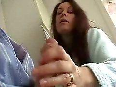British Vaimo antaa Sensual Wank Ja imeä ukko !