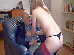 Francesi Slut la A41 bimbo pulizie anziano Threesome
