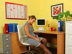 Ultra sexy secretaresse tease in kantoor
