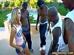 Stellen Sie sich Ihre Tochter Banden eine ganze Basketball Team schlugen !