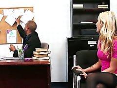 Soberbo loiro Karla Kush porra no escritório