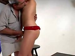 Håriga pappa knullar sin mönsterbön - Str8