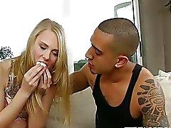 Bruno, sevimli kız arkadaşı Lily Rader'ı onun orospu çocuğu yapıyor