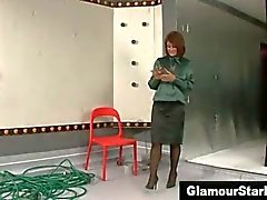 Одетый возбуждает шлюха намокла