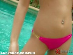Thaïlande Bargirl Poolside Bikini Solo