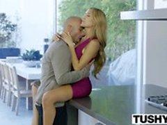 TUSHY Reaaliaikainen Kiinteistöalan Babe Chloe Amour Gets Analyysi