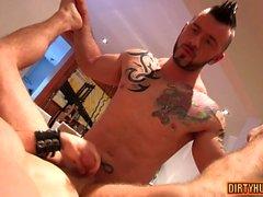 Muscle Homosexuell anal Sex mit abspritzen