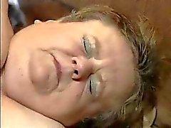 grote Oma neuken in bar