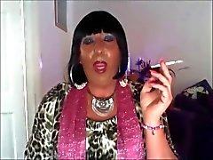 Chrissie fumano guardi in webcam pt1