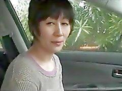 Mulher idosa japonesa está atraente