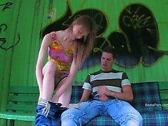 De notre première herbe relations sexuelles sur les la station autobus
