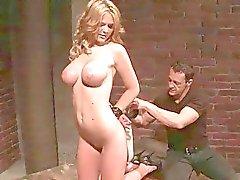 Busty kız bağladı ve cezalandırılması alıyorsanız
