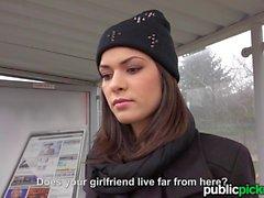 Mofos Euro Teenager braucht einen Aufzug