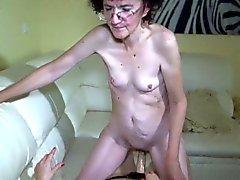 Oldnanny abuelita y adolescente sexy disfrutar de jugar lesbianas