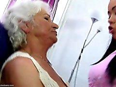 Ela te ama seu granny muito mais ....
