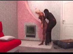 Brunett leker med flexibel blond